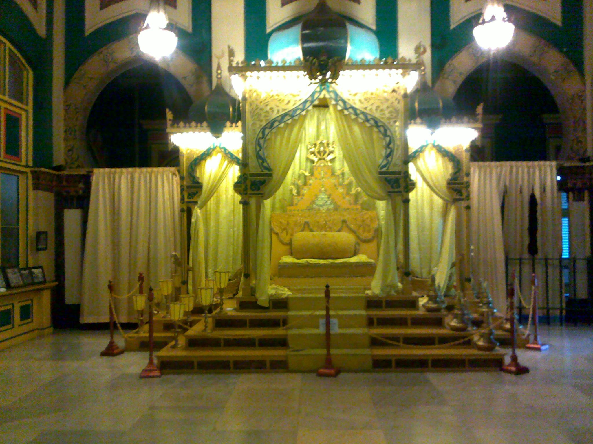 Berkunjung Kota Medan Bagian 3 Istana Maimun Indah Singgasana