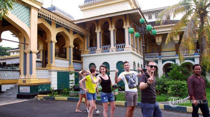 Bisa Dapatkan Istana Maimun Tribun Medan Kota