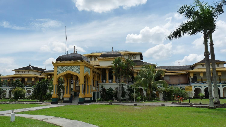 Istana Maimun Kemegahan Kerajaan Deli Sumatera Utara Kota Medan