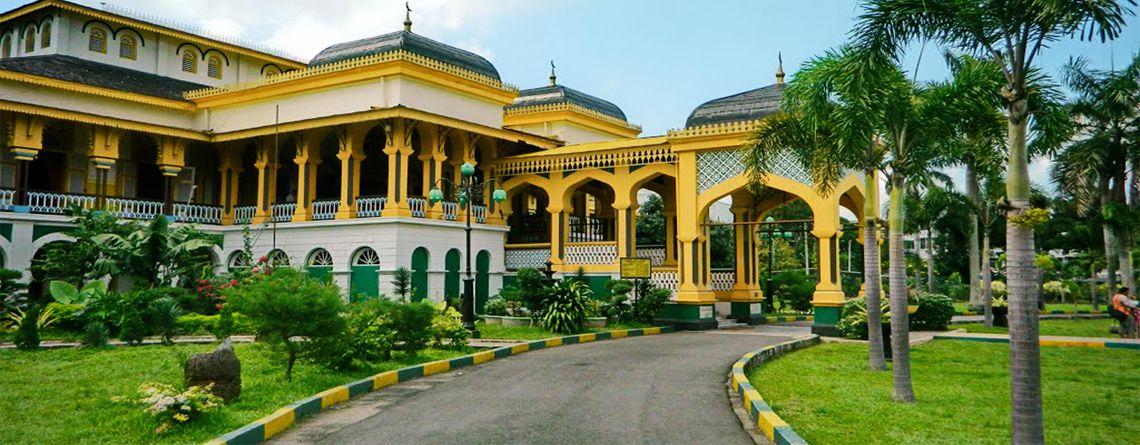 Istana Maimun Medan Aulia Travel Kota