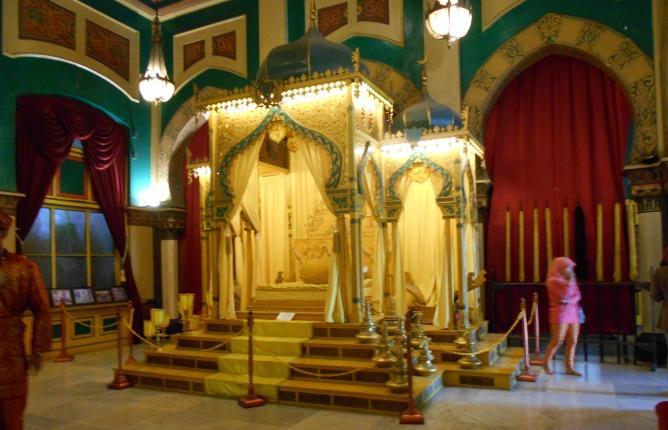 Istana Maimun Salah Satu Ikon Medan Oleh Iskandar Zulkarnain Kota