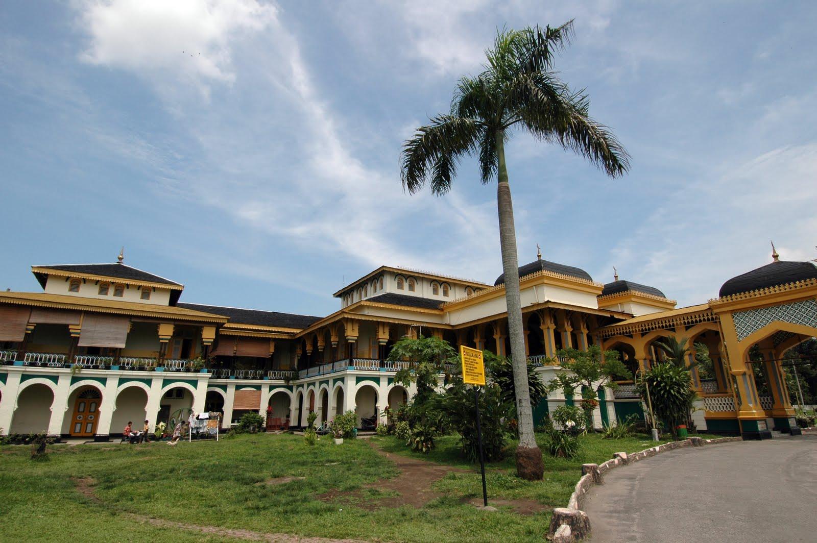 Istana Maimun Sisa Kemegahan Kerajaan Deli Penuh Mistis Advertisement Berkunjung