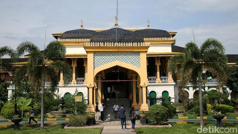Kemegahan Istana Maimun Medan Melihat Kota