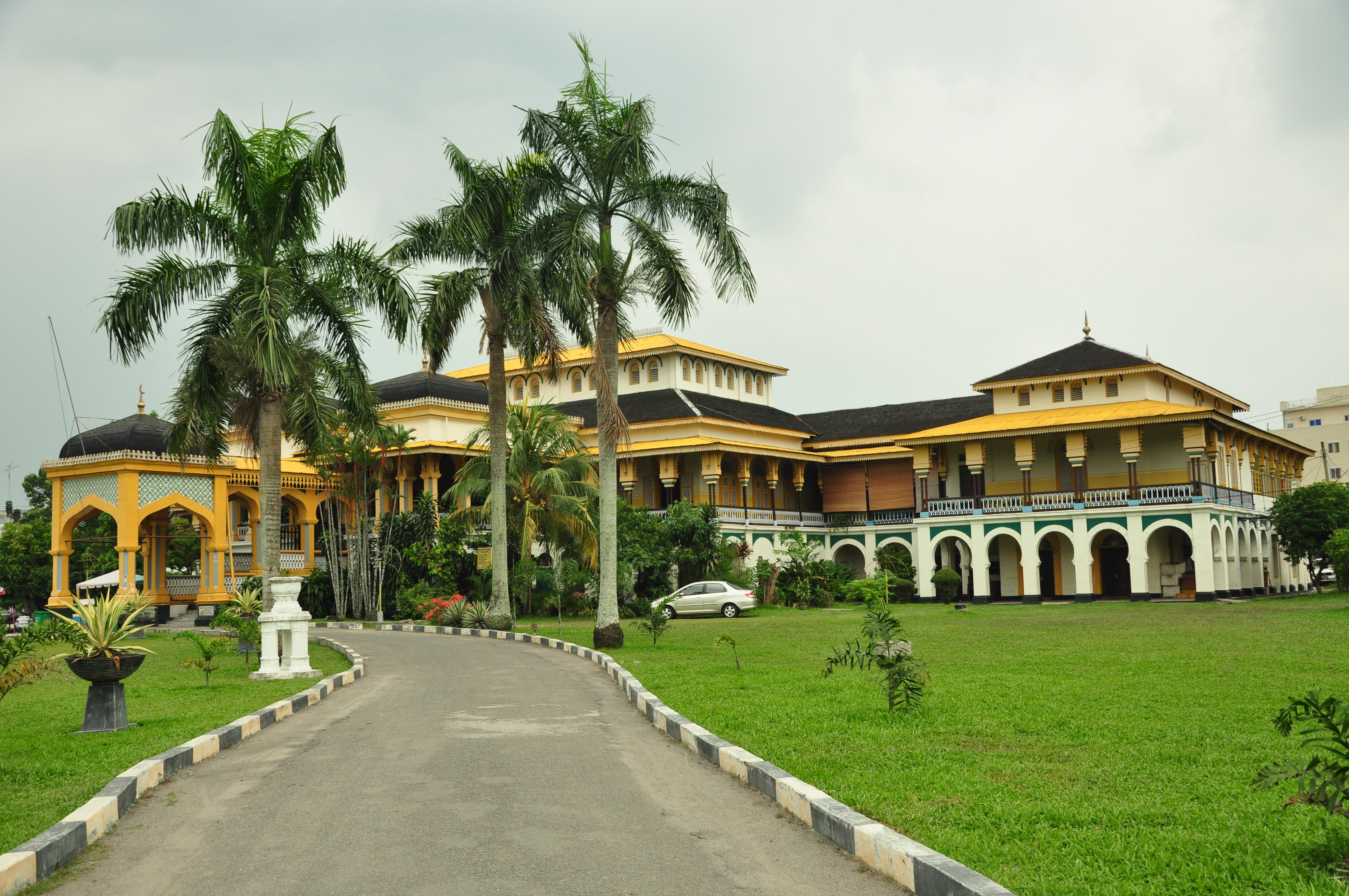 Mengunjungi Kota Medan Pecintawisata Terdengar Istana Maimun