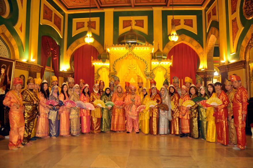 Menjadi Raja Ratu Istana Maimun Medan Majalah Griya Asri Kota
