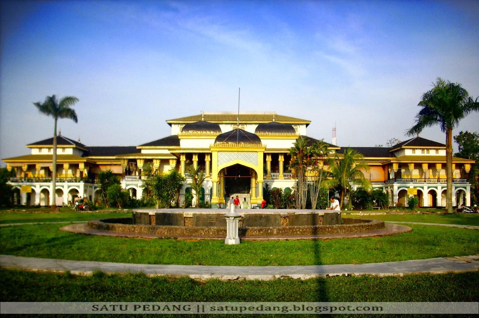 Sejarah Istana Maimun Meriam Puntung Asal Usul Kota Medan