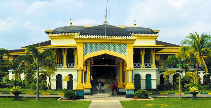 Wisata Sejarah Istana Maimun Kesultanan Deli Indonesia Gue Terletak Jalan