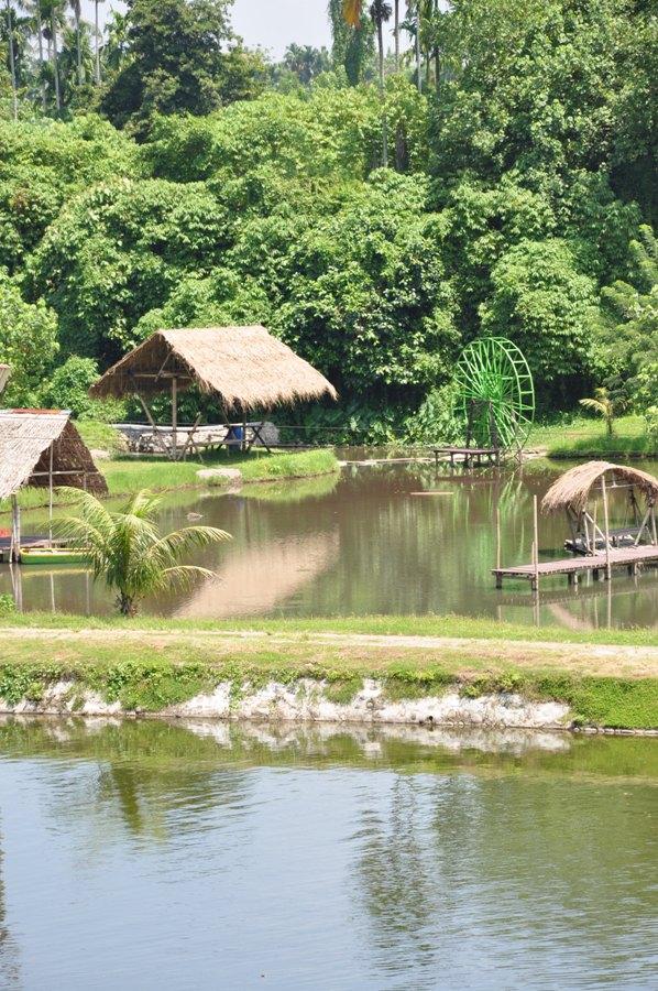 Kampung Ladang Fandryjalanjalan Disini Terdapat Kolam Buat Santai Menggunakan Perahu
