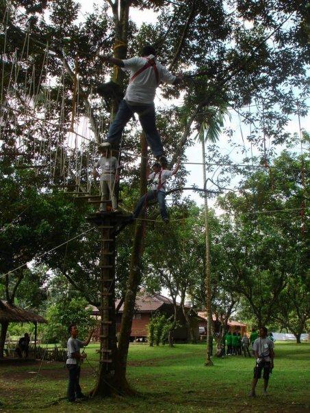 Kampung Ladang Outbound Camp High Rope Mengguji Adernalin Ketinggian Berjalan