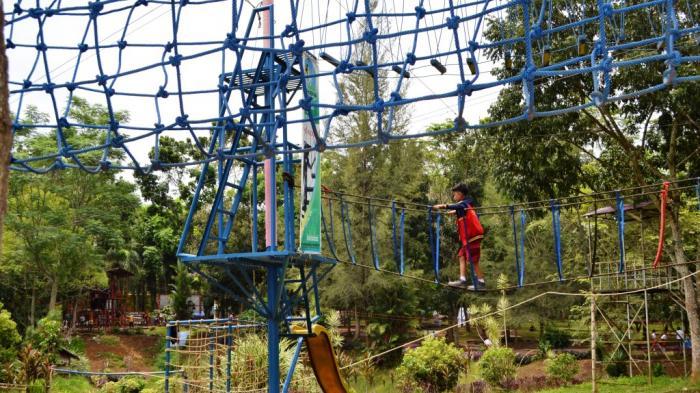 Flying Fox Jadi Wahana Favorit Pengunjung Medan Zoo Tribun Kebun