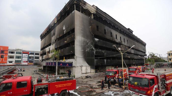Foto Medan Plaza Gosong Setelah Terbakar Tribun Kesawan Square Kota