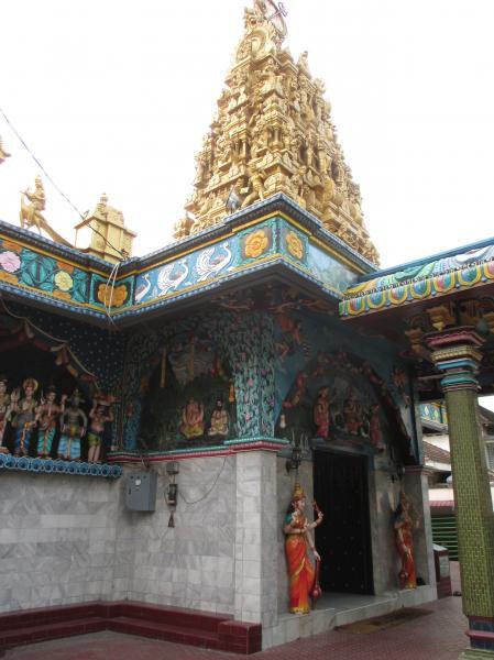 Eksotisnya Kuil Shri Mariamman Kota Medan