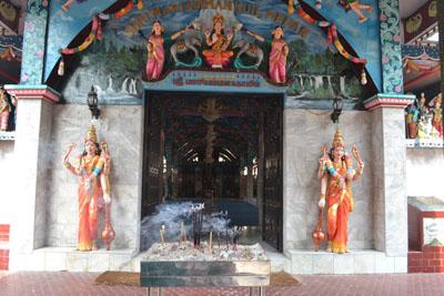 Jasmerah Sejarah Fungsi Kuil Shri Mariamman Kota Medan Dibagian Depan