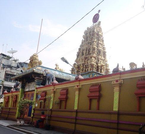 Kuil Shri Mariamman Jalan Zainul Arifin Medan Foto Potret Kota