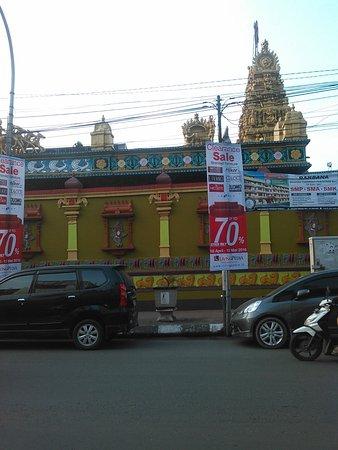 Kuil Tengah Kota Medan Foto Shri Mariamman