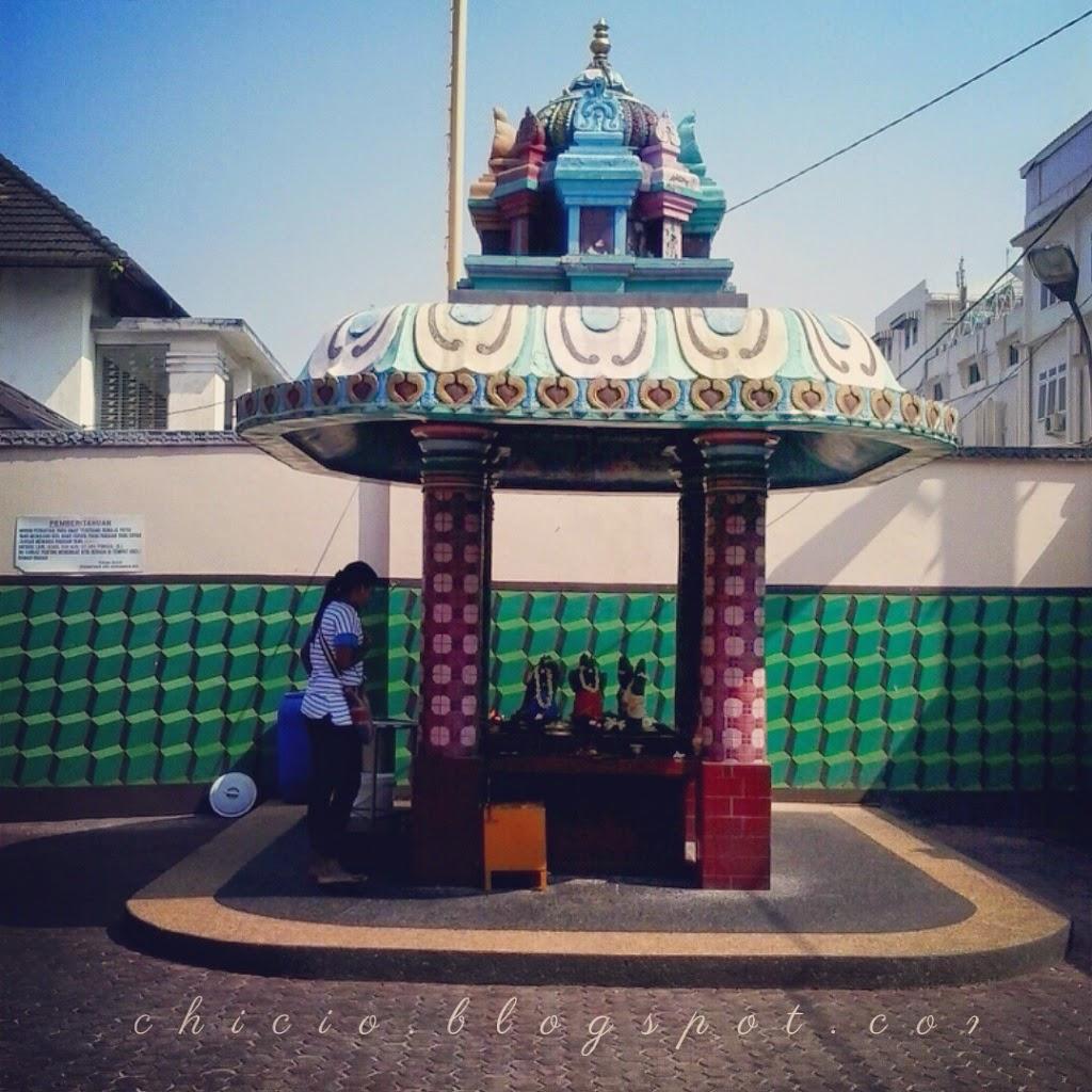 Langkah Kecil Chici Mengintip Keindahan Kuil Shri Mariamman Medan Kota