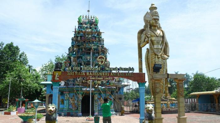 Mengunjungi Kuil Shri Raja Rajeshwari Kabupaten Langkat Berusia Ratusan Mariamman