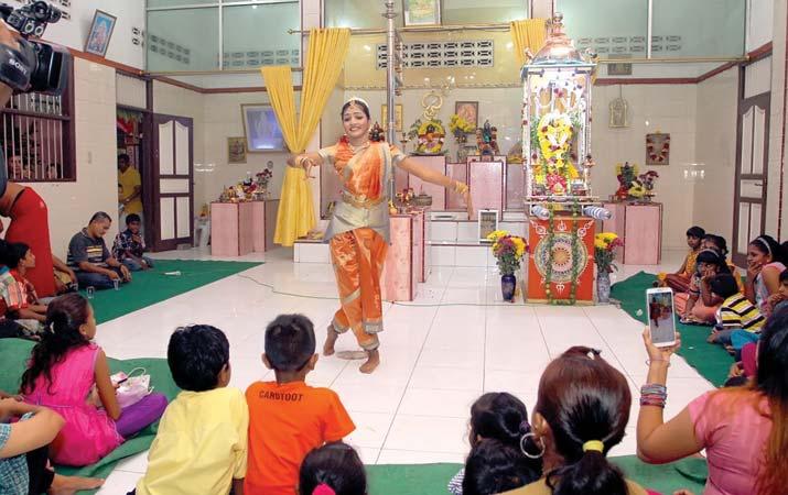 Parisada Hindu Dharma Indonesia Foto Analisadaily Perayaan Nawaratri Penari Memeriahkan