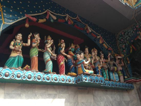 Patung Menghiasi Dinding Kuil Foto Shri Mariamman Kota Medan