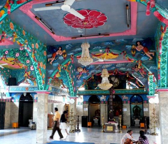 Suasana Sakral Kuil Shri Mariamman Panduan Wisata Medan Kota