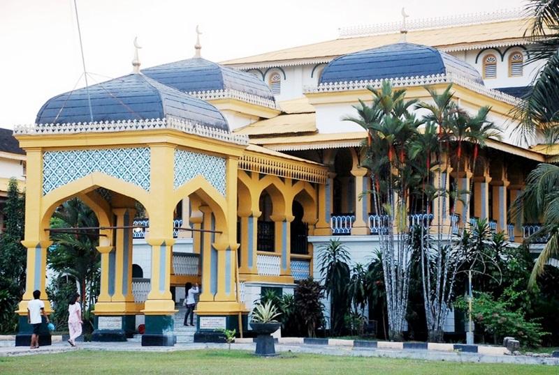 Wisata Sejarah Medan Istana Maimun Kuil Shri Mariamman Obyek Kota