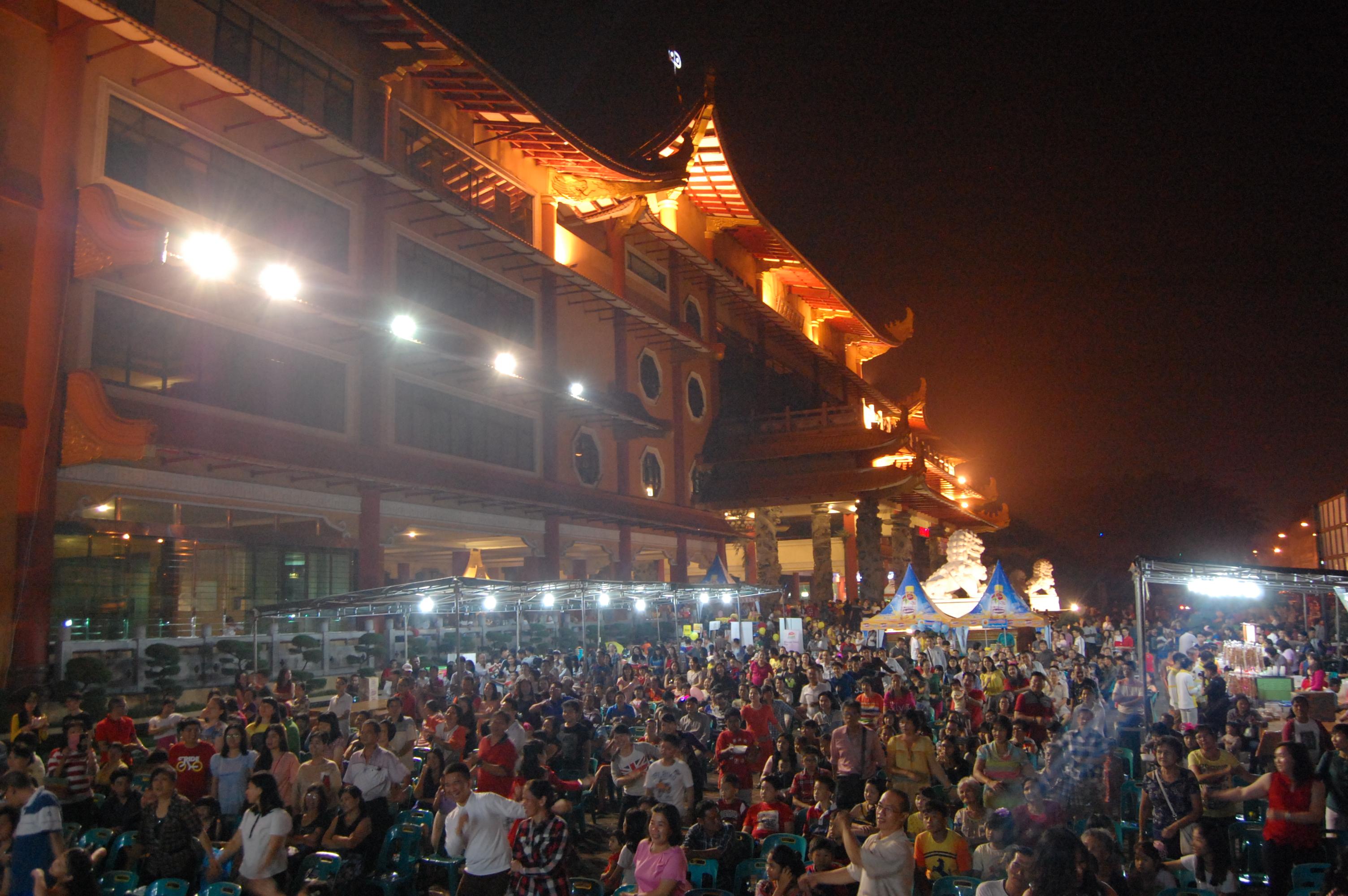 2016 Ribuan Warga Tumpah Ruah Maha Vihara Maitreya Medan Sekitarnya