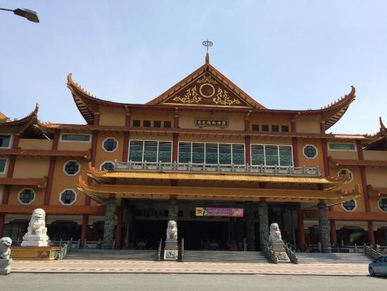 Maha Vihara Maitreya Ari Susanti Kota Medan