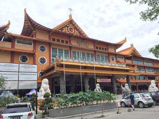 Maha Vihara Maitreya Cemara Asri Foto Kota Medan