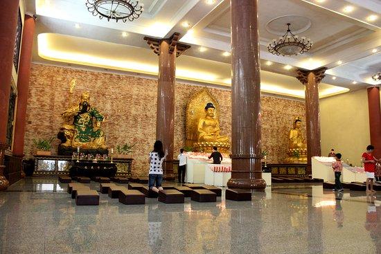Maha Vihara Maitreya Cemara Asri Photo De Kota Medan