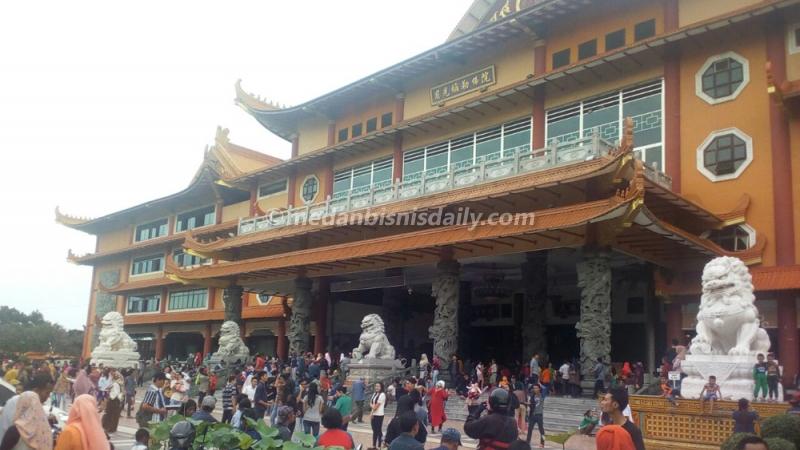 Maha Vihara Maitreya Destinasi Wisata Alternatif Kota Medan Kuliner Harian