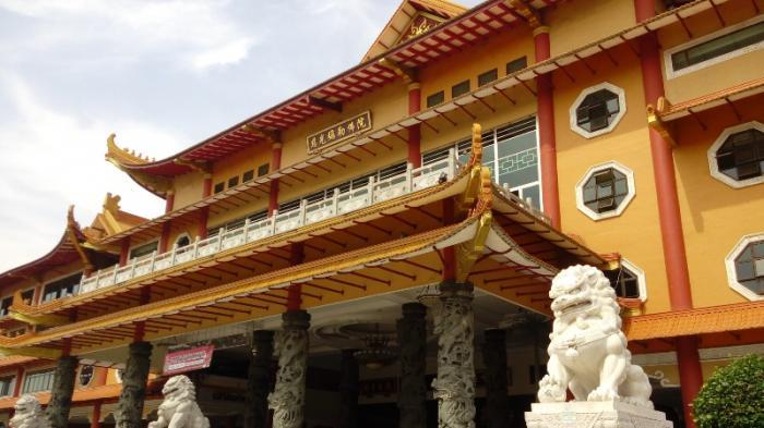 Maha Vihara Maitreya Medan Terbesar Indonesia Pikat Wisatawan Mancanegara Kota