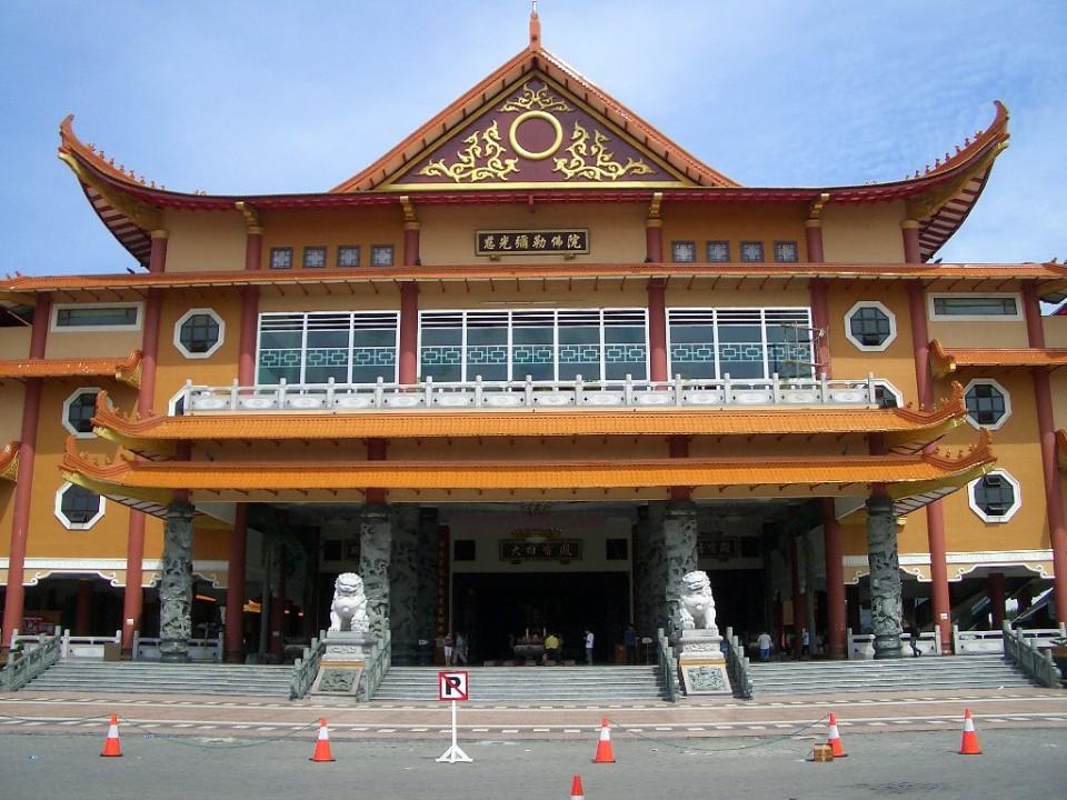 Maha Vihara Maitreya Terbesar Kota Medan Asia Tenggara