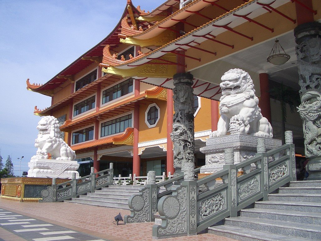 Objek Wisata Maha Vihara Maitreya Cemara Asri Indahnya Kota Medan