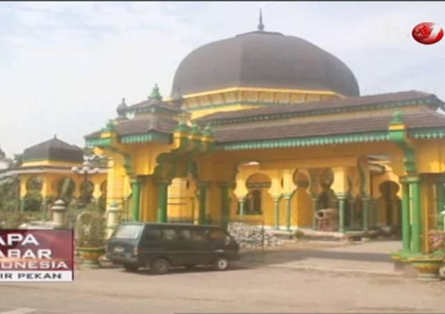 Al Osmani Masjid Kuning Cagar Budaya Deli Viva Kota Medan