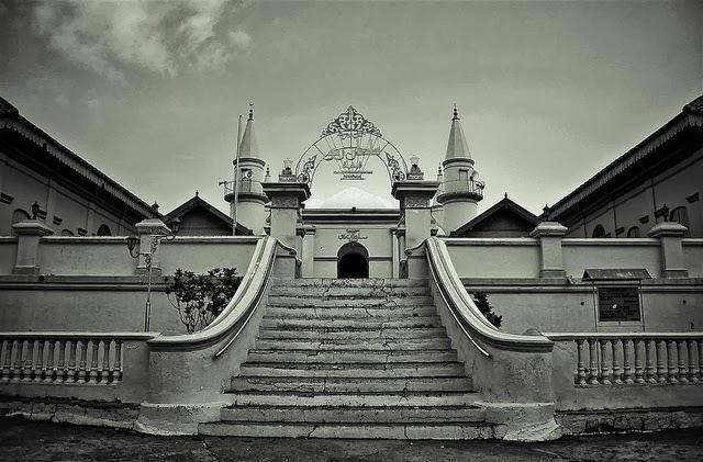Bangunan Masjid Tertua Sabang Sampai Merauke Home Raya Sultan Riau