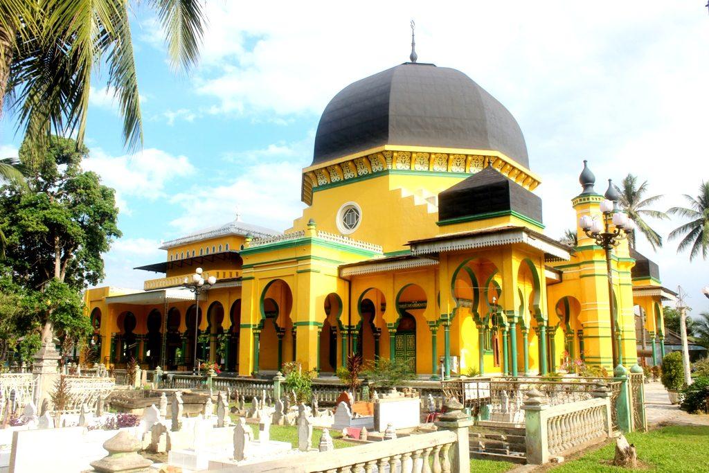 Masjid Al Osmani Tertua Kesultanan Deli Cerita Medan Makam Kota
