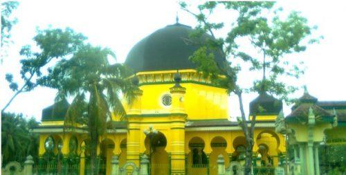 Mesjid Kuning Osmani Labuhan Deli Semedan Termasuk Satu Antara Tertua