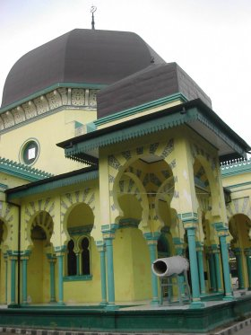 Rindu Masjid Al Osmani Tertua Kota Medan Bentuk Kubah Memang