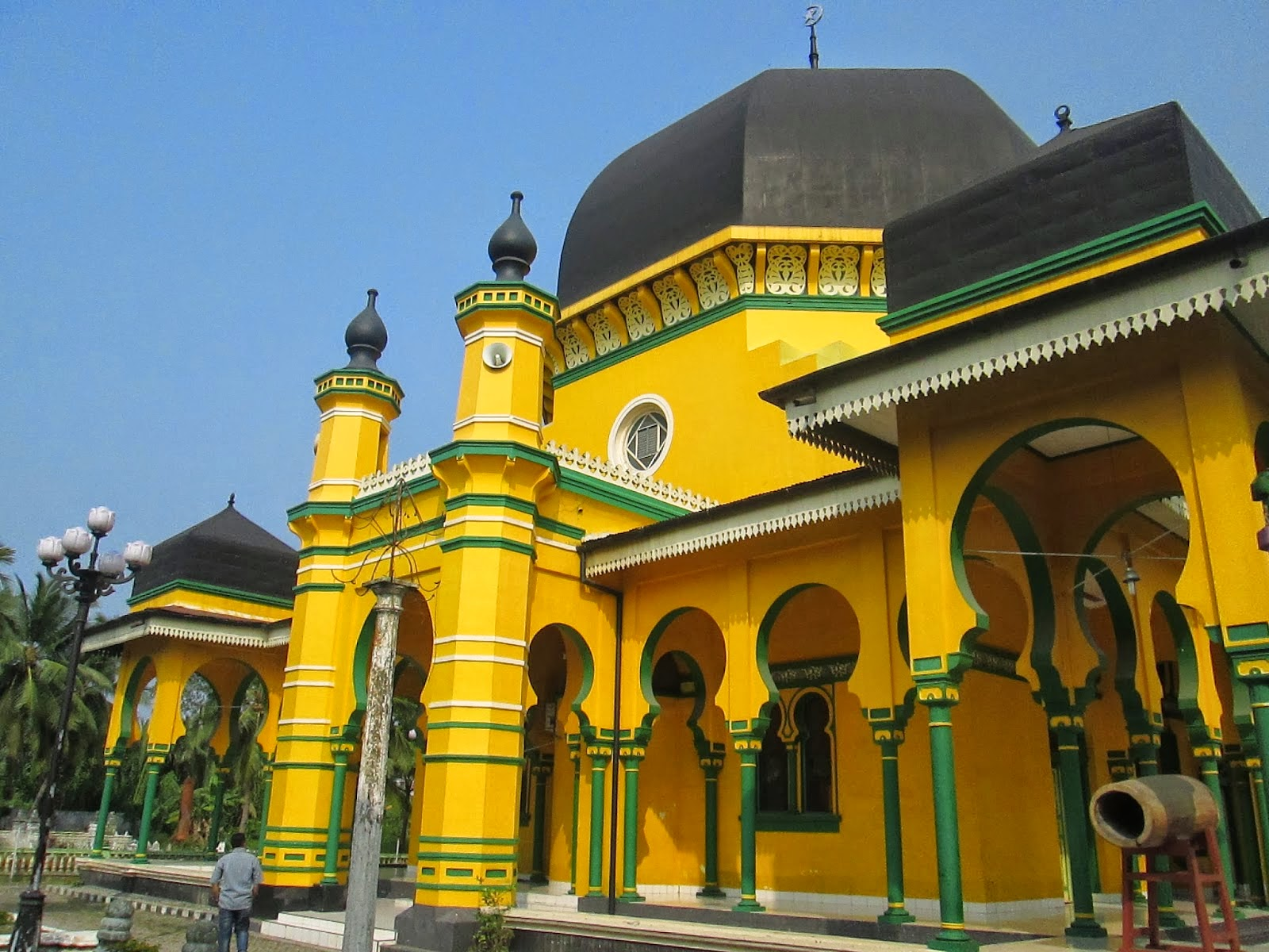Tempat Wisata Religi Kota Medan Wajib Masjid Al Osmani Salah