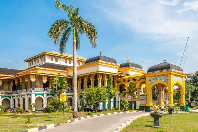 7 Destinasi Wisata Kamu Kunjungi Sekitar Medan Masjid Agung Istana
