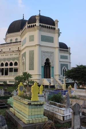 Makam Sultan Bagian Belakang Mesjid Foto Masjid Raya Al Mashun