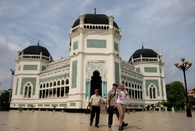 Masjid Al Mashun Salah Satu Ciri Khas Kota Medan Republika