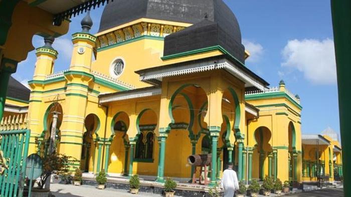 Masjid Al Osmani Tertua Kota Medan Ornamen Ukirannya Memesona Raya