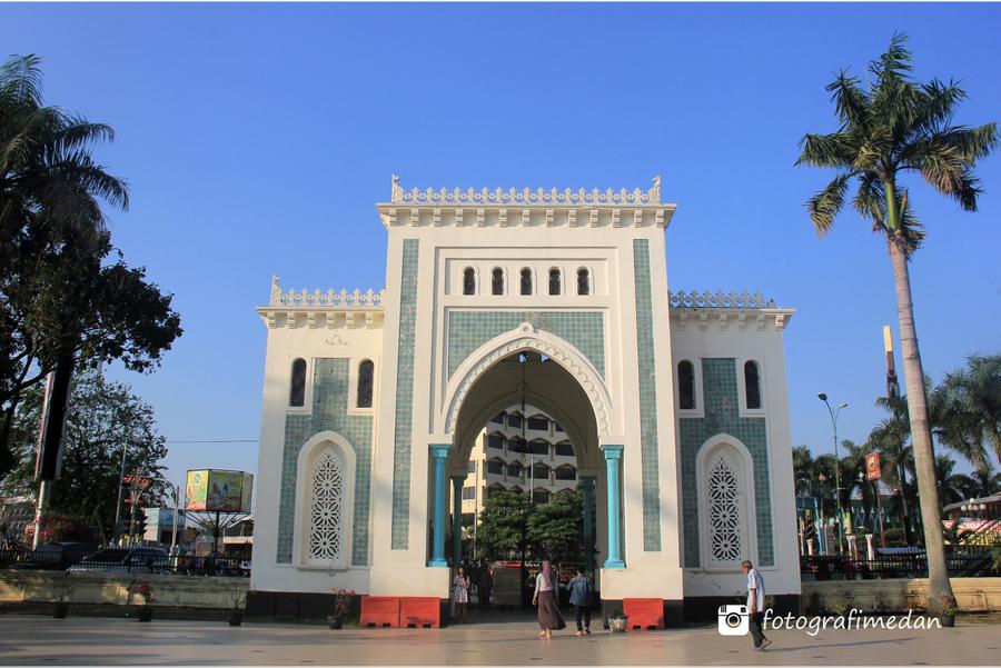 Masjid Raya Al Mahsun Medan Fotografi Gerbang Masuk Kota