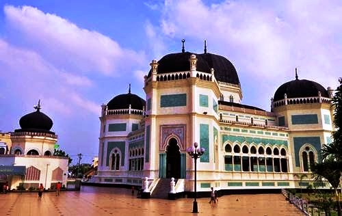 Masjid Raya Al Mashun Medan Dunia Pesantren Kota