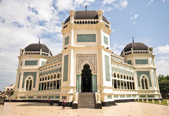 Masjid Raya Al Mashun Salahsatu Bangunan Bersejarah Medan Plh Wisata