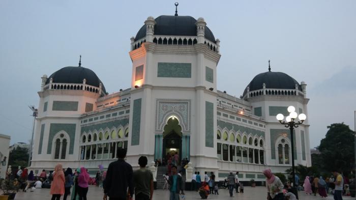 Menyantap Menu Sultan Deli Masjid Raya Medan Al Mashun Selama