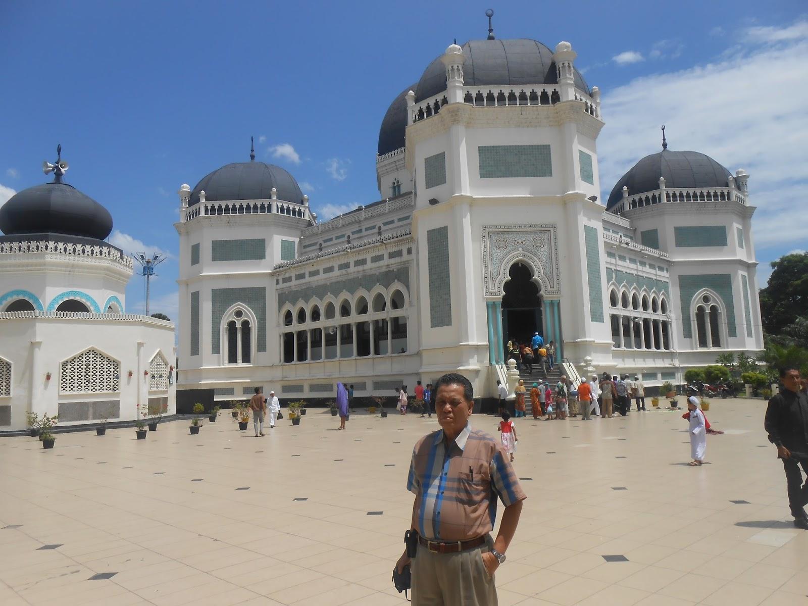 Shalat Jumat Masjid Raya Al Ma Shun Medan Traveling Bersama