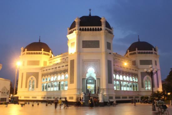 Suasana Mesjid Malam Hari Foto Masjid Raya Al Mashun Medan