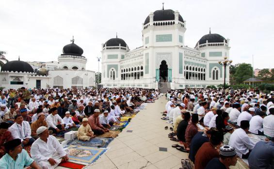 Sudut Estetika Masjid Al Mashun Medan Menghias Tayangan Adzan Magrib